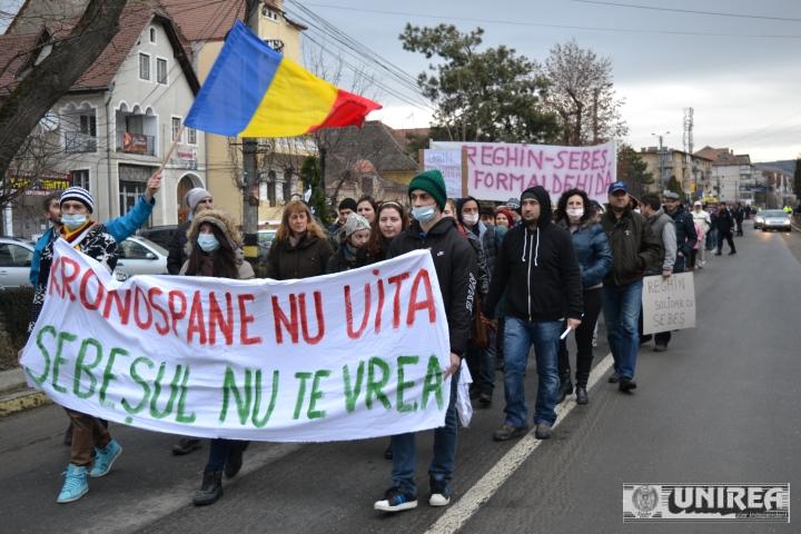 Protest de amploare la Sebes împotriva poluarii. Peste 1500 de persoane au mărșăluit prin tot orașul