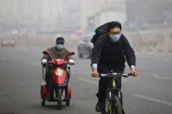 Beijing-ul va inchide anul acesta 300 de companii generatoare de poluare