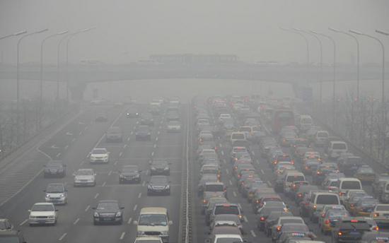 Sute de persoane au fost spitalizate la Teheran din cauza poluării