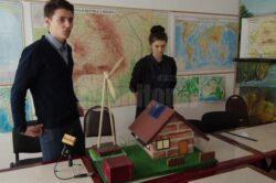 Locuinţa viitorului, ecologică şi total independentă energetic, proiectată de doi elevi fălticeneni