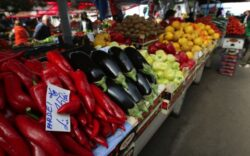 Care sunt fructele si legumele cu cele mai multe pesticide. Cum ne ferim de otravurile de la piata sau supermarket