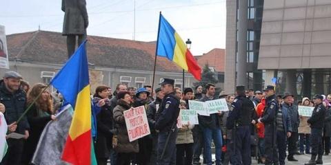 Marș împotriva poluării la Alba Iulia: Afară, afară cu Kronospan din țară!