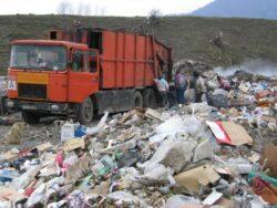 Romania risca sa fie penalizata de Comisia Europeana din cauza gropilor de gunoi