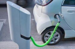 Ecotichet de 6.500 de euro pentru romanii care isi cumpara masina electrica