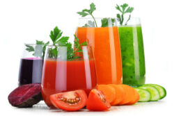 juice_vegetable_tomato_carrot_beet_cucumber_healthy_nutrition_pic1