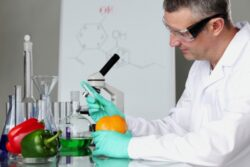 Ministerul Agriculturii va putea desemna laboratoare pentru analiza produselor agroalimentare ecologice